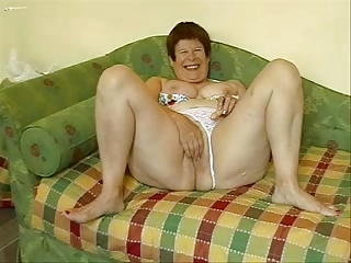 Take charge granny masturbates thither posture be expeditious for cam