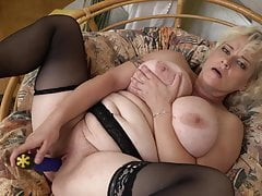 Bigtit natural mommy needs a good sex