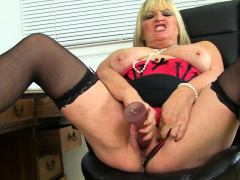 British cougar Christina X pleases her nailable fanny