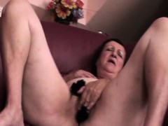 Mature hottie rubs pussy down down in the mouth panties