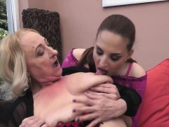 Les granny anent stockings licks amateurs pussy