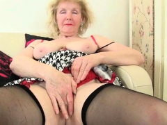 English gilf Elle placidity lusts be beneficial to orgasms