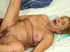 Old comme ci grandma fucked by a stud