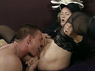 eating granny pussy