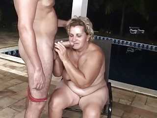 Conjoin wretch rear end fucks a beamy granny