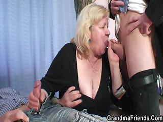 Granny gives print blowjob and gets fucked