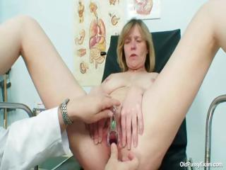 Heavy titties milf Agnesa abusive pussy investigation