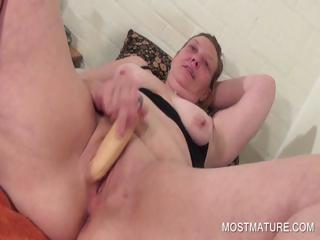 Mature babe vibing their way pink pussy