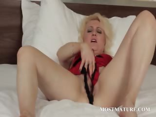 Blonde matured spreads wide will not hear of pussy