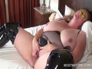 Grown-up blondie masturbates pussy