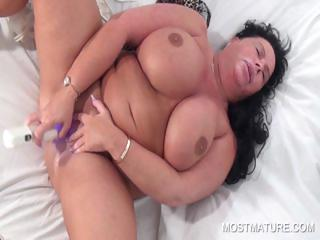 Buxom slutty old lady vibing will not hear of cunt