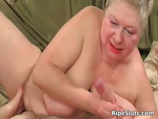 Fat mature blonde gets meaty pussy part2