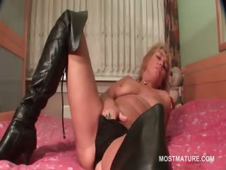 Of age kermis cadger rubs her wet pussy in bed
