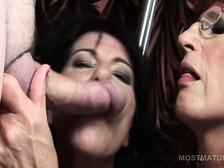 Mature hookers licking man nuisance and sucking cocks at orgy
