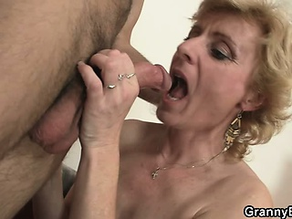A alms-man picks to old blonde and fucks her