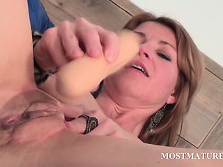 Mature hottie dildoes will not hear of cunt in abut on