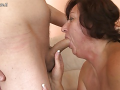 Mature mother fucks her young son's pal