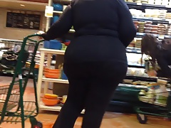 gilf with a wide bum