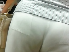 Gilf booty in milky trousers