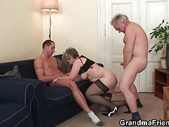 Senior threesome orgy after pussy masturbating