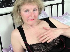 UK grannies give their pantyhosed pussy a treat
