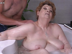Mature BBW mother fucking son in bath
