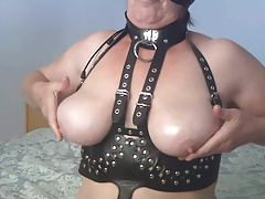 velmadoo greases her tits