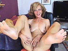 Beautiful GILF  in Face  NO SOUND