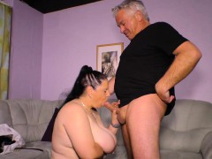 Hausfrau Ficken - German granny fucks her husband on camera