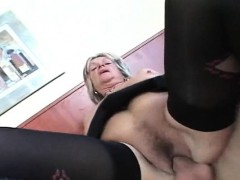 Nasty mature loves it deep and hard in her beaver