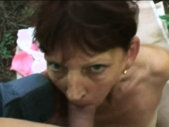 Mature tart slobs a young knob outdoors