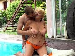 granny with bigtits gets fucked outdoors