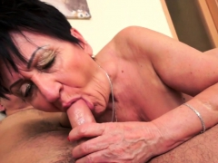 Lush euro granny pussylicked and plunged