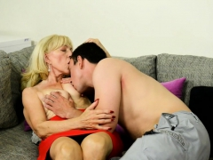 Saggy  grandma gets hairy pussy pounded